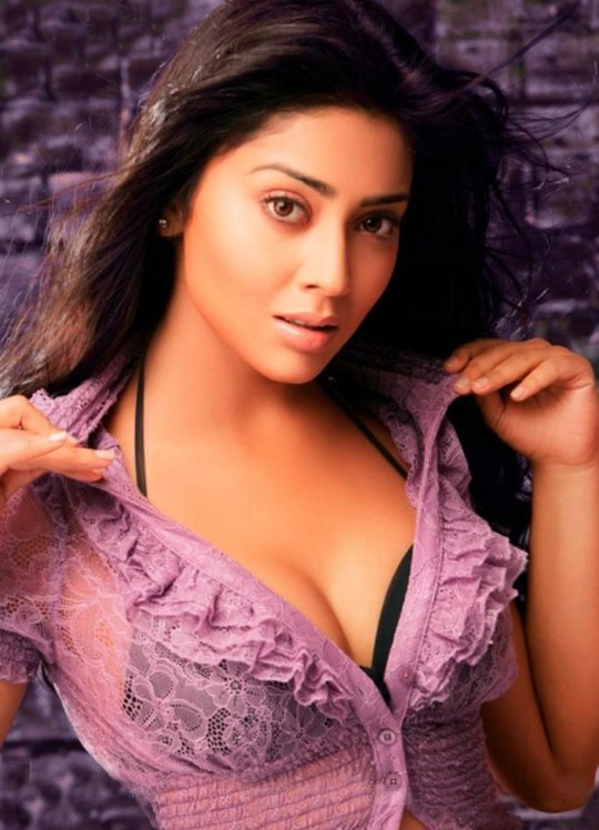 Shriya Saran in Spicy Mood - Hot Expression Photos - BollywoodGo ...