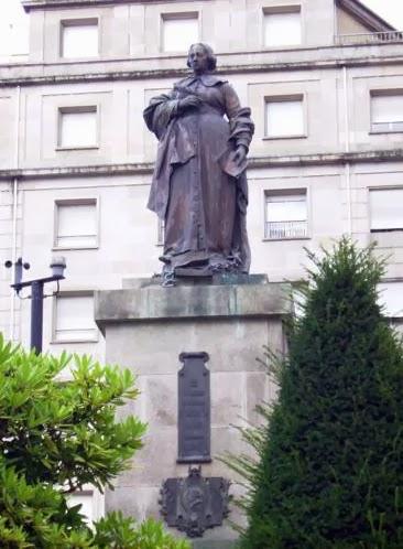 Estatua dedicada a Concepción Arenal en Orense