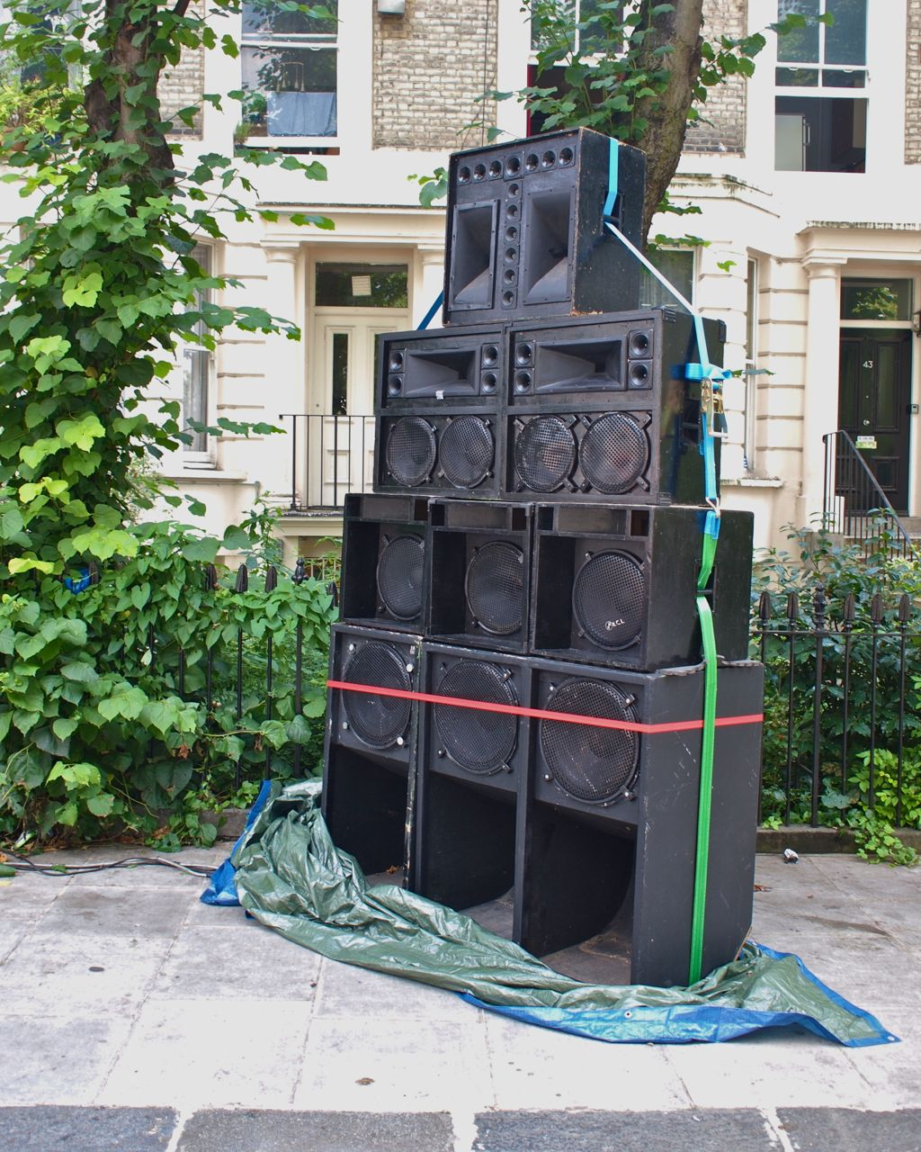 Is this sound system in Oxford Gardens London W10 enough to bring the house down?