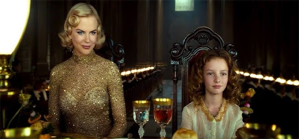 Screen Shot Of Hollywood Movie The Golden Compass (2007) In Hindi English Full Movie Free Download And Watch Online At Downloadingzoo.Com