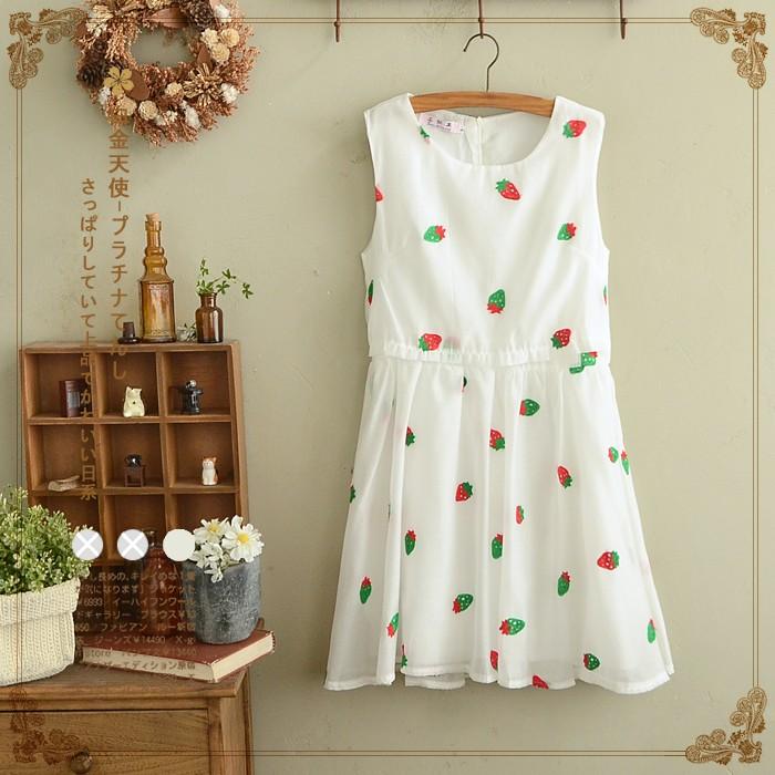 váy thêu dâu tây