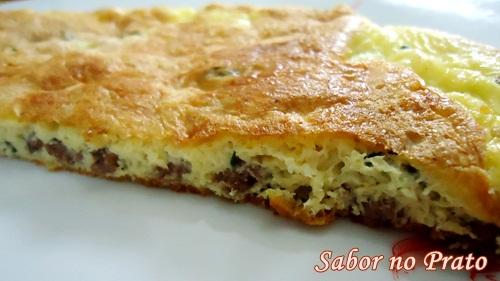 Omelete delicioso com carne moída. Venha ver!