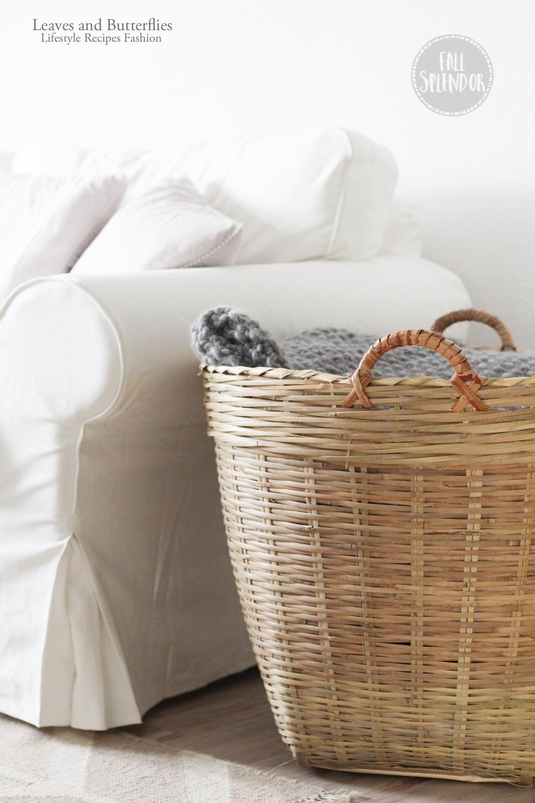In Dem Grossen Korb Sammeln Wir Nun All Unsere Decken Und Brigen Kissen Da Nicht Immer Alles Benutzung Habe Wird Ab Zu Mal Getauscht