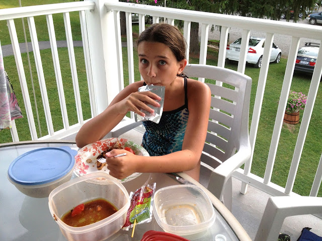 girl eating picnic