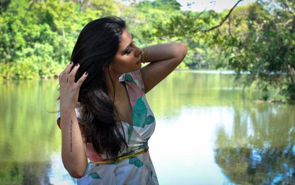 Bárbara Urias : Look vestido floral nude evra