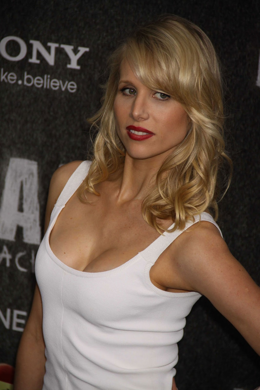 Lucy Punch Net Worth