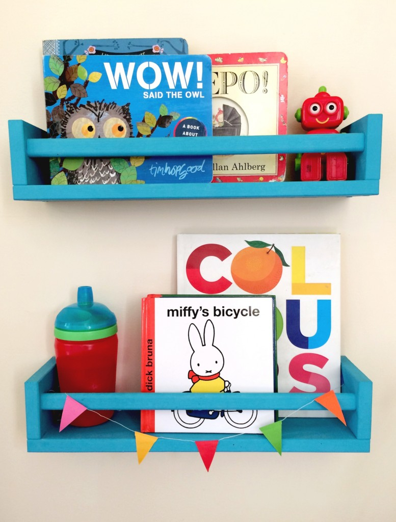 mamasVIB | V. I. BOOKCLUB: Clever ways to store kids books for tiny bedrooms, kids books, books shelves for kids, homify, kids book storage, tiny bedroom storage, kids book club, book shelves for kids, shelves, corner shelves, a baby on board, pinterest kids book shelves
