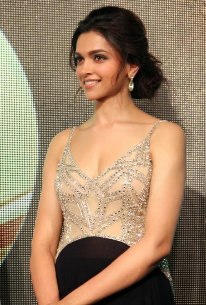 Actress Deepika Padukone Hot Photos at Chennai Express ...