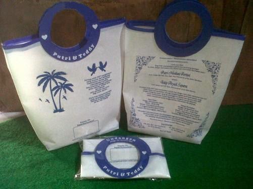 tas unik berbentuk undangan pernikahan putih mewah