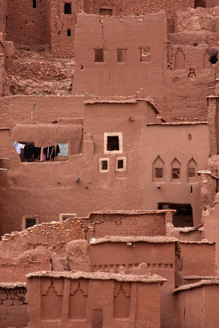 The Ksar of Aït-Ben-Haddou is a striking example of southern Moroccan architecture. The ksar is a mainly collective grouping of dwellings. Inside the defensive walls which are reinforced by angle towers and pierced with a baffle gate, houses crowd together - some modest, others resembling small urban castles with their high angle towers and upper sections decorated with motifs in clay brick - but there are also buildings and community areas.