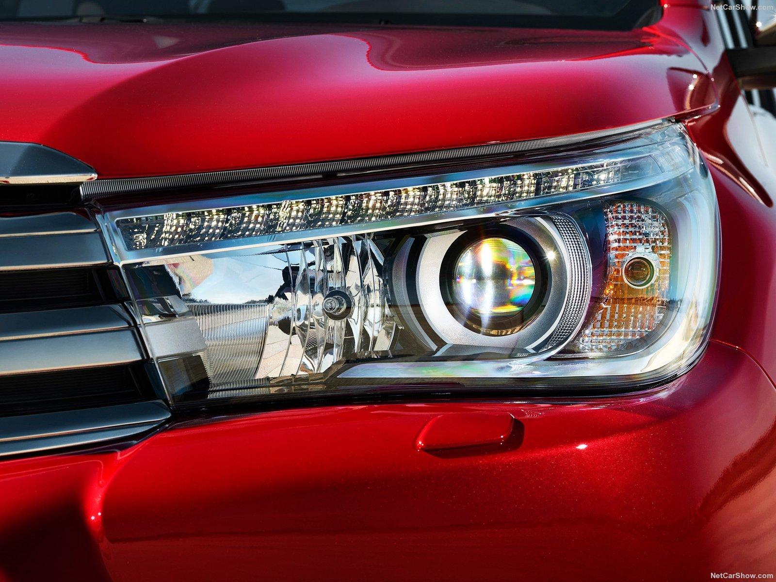 Hình ảnh xe ô tô Toyota HiLux 2016 & nội ngoại thất