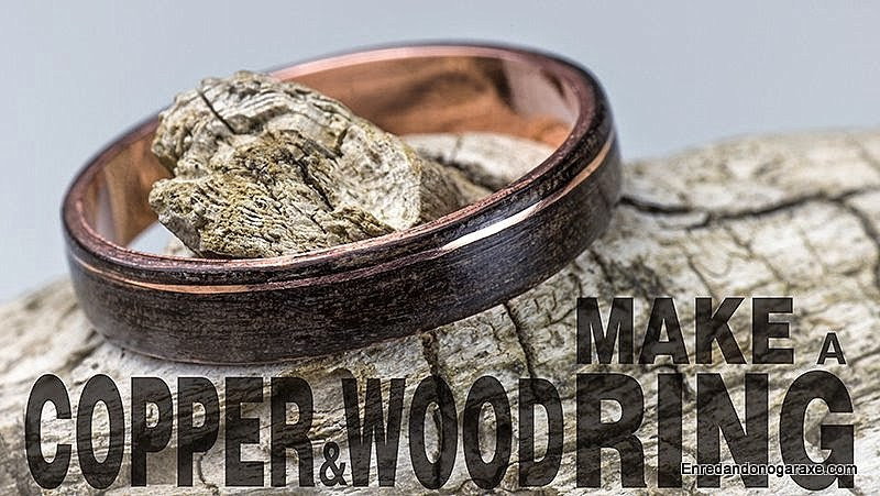 Making a ring with a piece of copper pipe and a wood shaving. www.woodworking.enredandonogaraxe.com