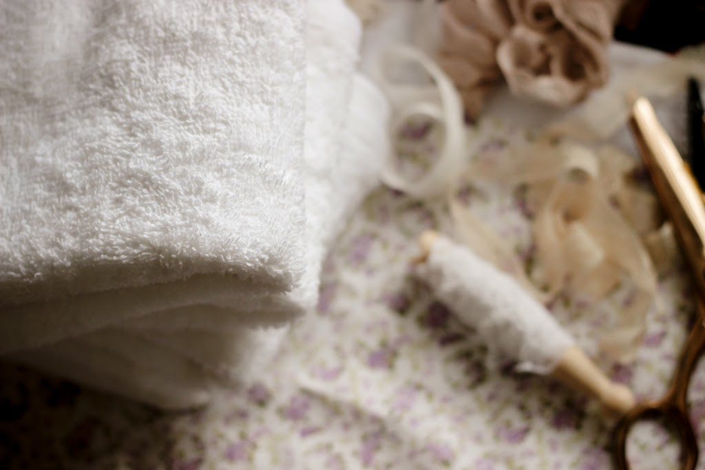 How to make: Fabric and lace edged guest towels