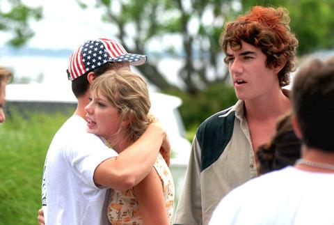 Taylor swift dating schwarzenegger