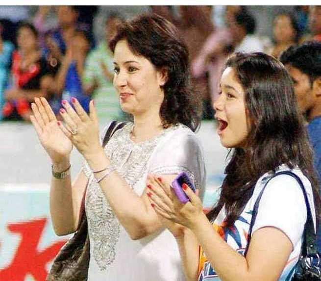 Sara Tendulkar and Anjali Tendulkar Photos