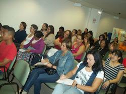 Público anotando dicas importantes na Palestra sobre Primeiros Socorros