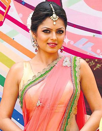 Serial Actress Drashti Dhami Hot Navel Show Photos - Hot ...