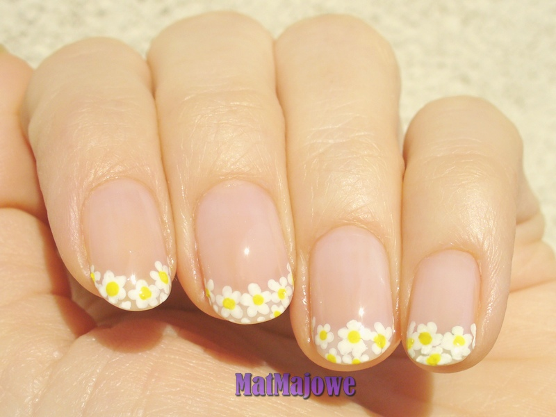 french flowers nails