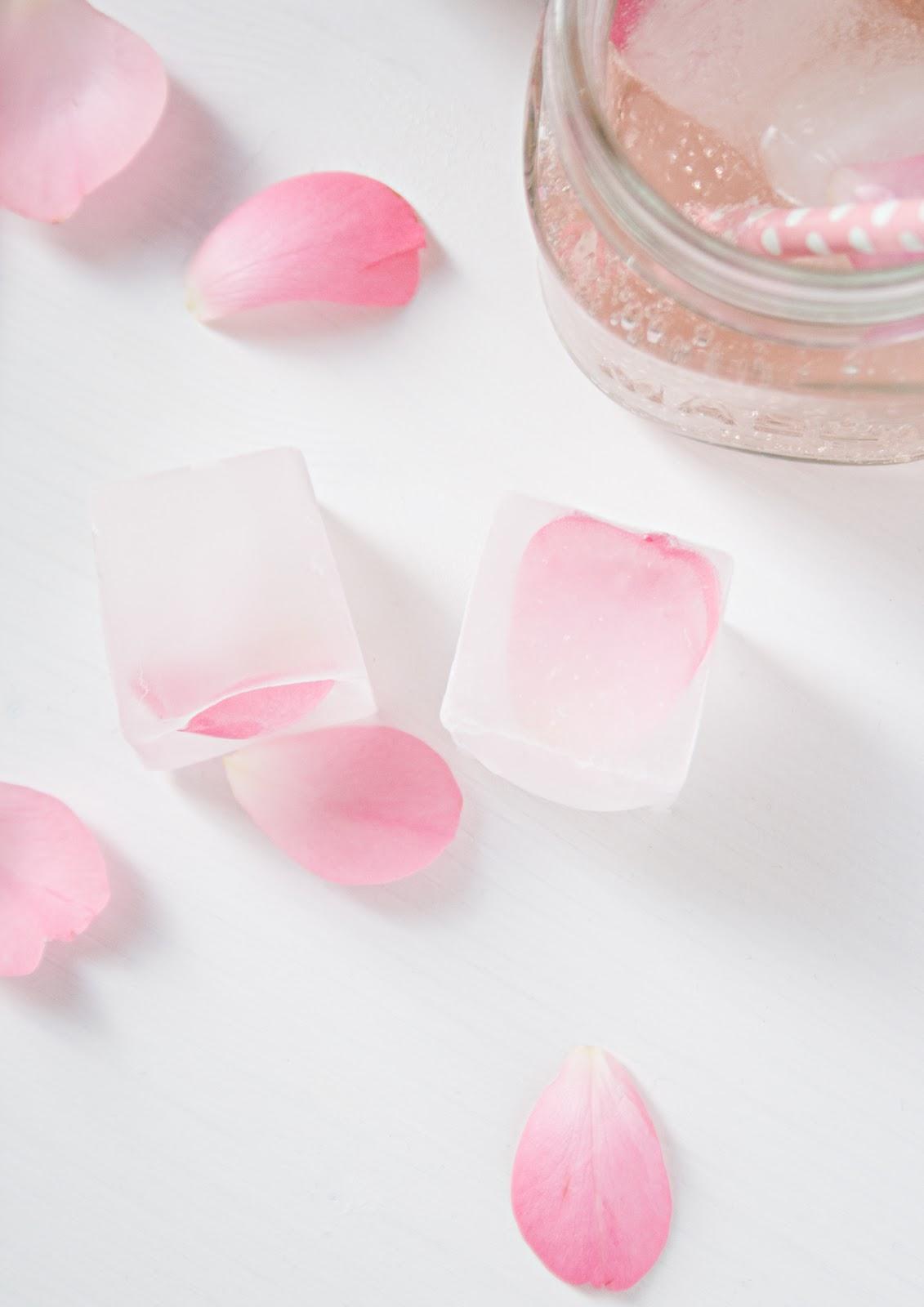 Rosenblüteneiswürfel