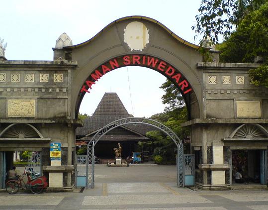 Tempat Wisata di Solo Taman Sriwedari