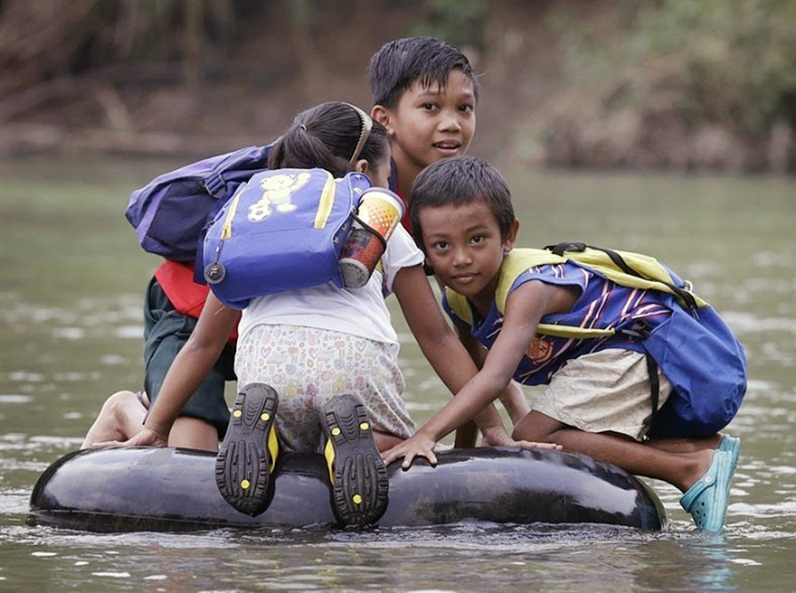 20 Of The Most Dangerous And Unusual Journeys To School In The World - Rizal Province, Philippines