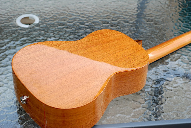 Pono MTD-E tenor ukulele back