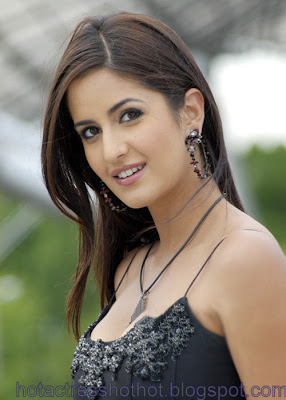 katrina kaif hot pics in a black bra