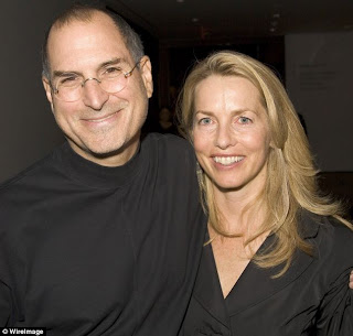 Steve jobs and Laurene Powell hugging
