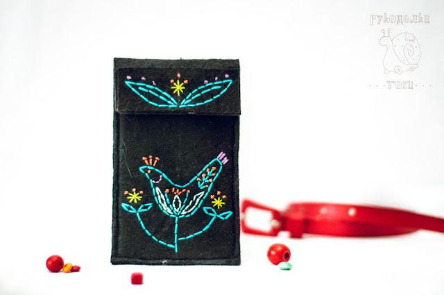 чехол для телефона из фетра в фольклорном стиле ручной работы