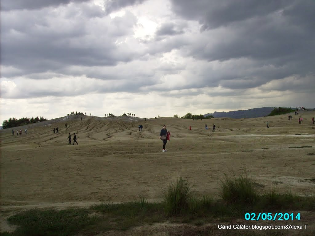 Instant at the Mud Volcanoes Area at Berca. Picture made by my sister, Rox.