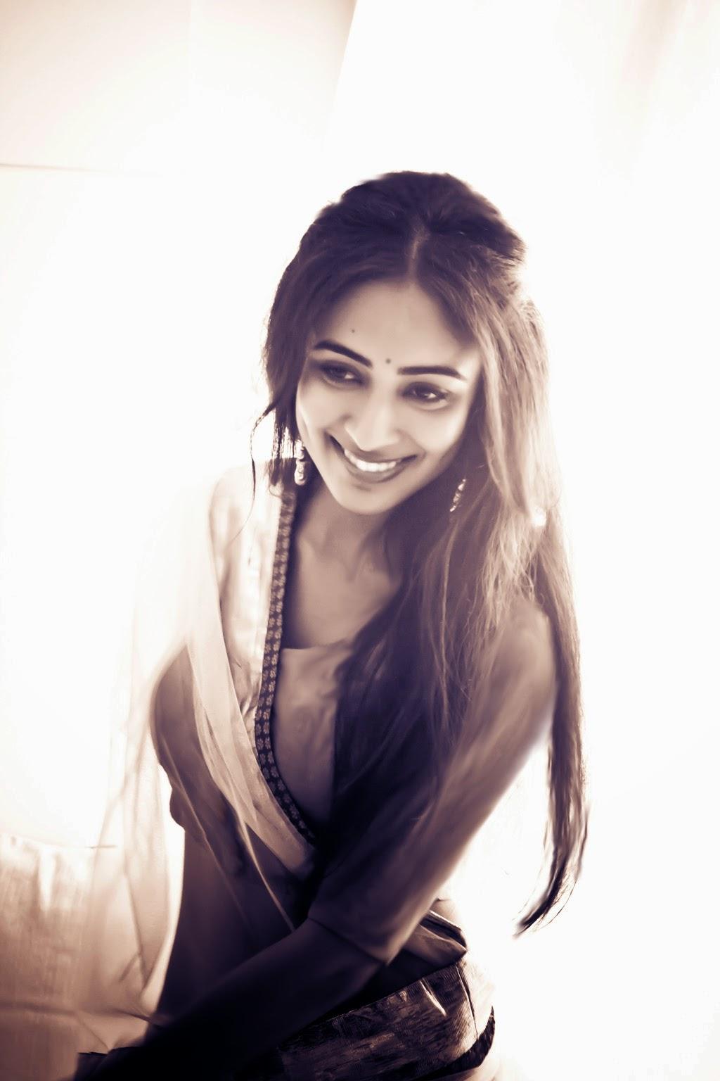 Aditi Chengappa Glamorous Photo shoot-HQ-Photo-3