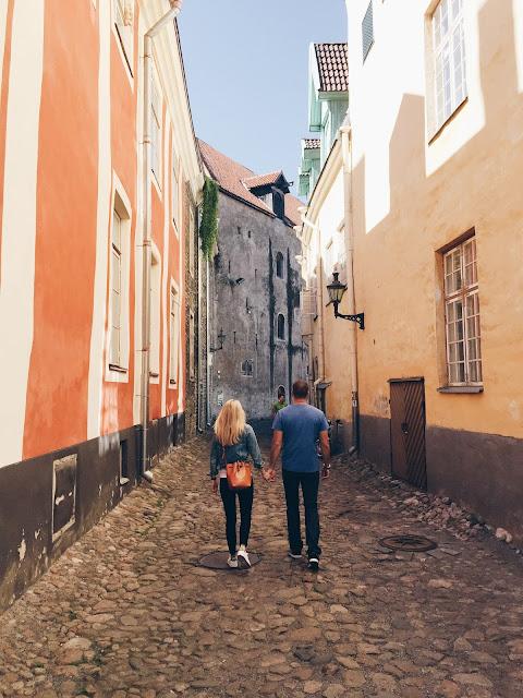 travelers-couple-europe