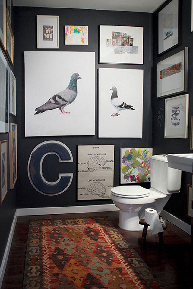 kunst fra gulv til loft på badeværelset