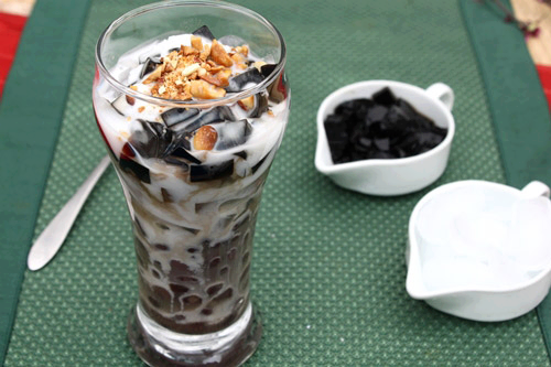 Beans Jelly with Coconut Milk and Ice