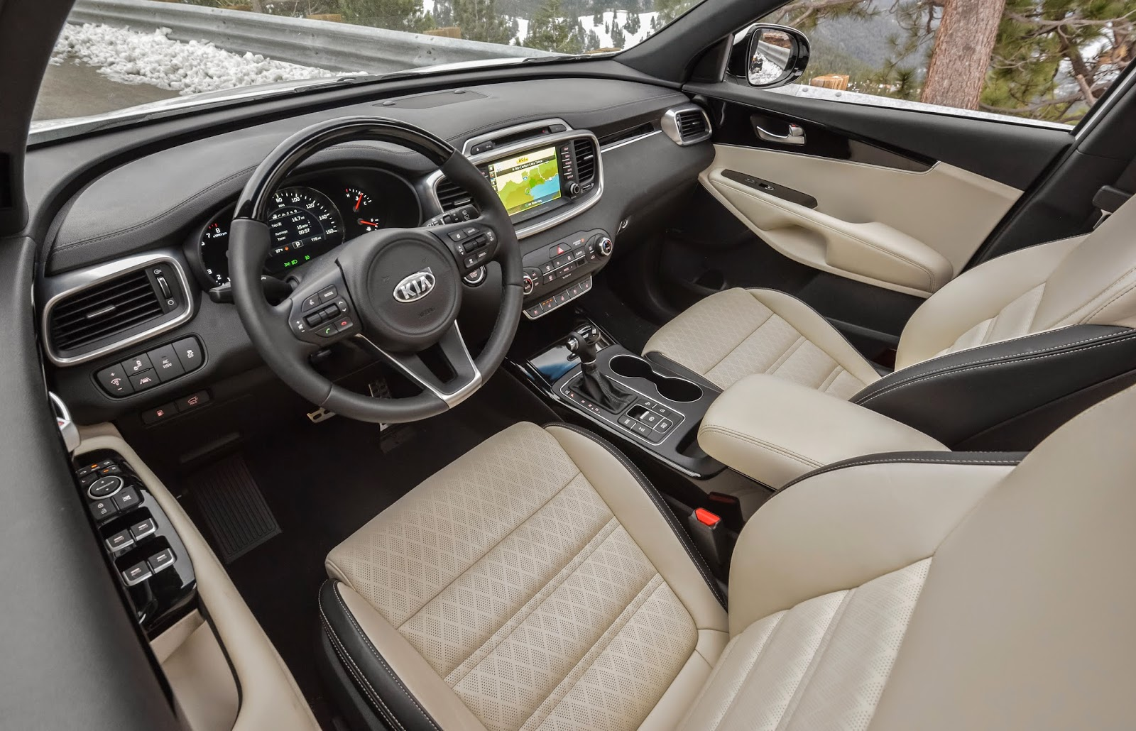 Interior view of 2016 Kia Sorento Limited V6 AWD