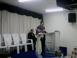 Pastor Elias Ministrando a Palavra