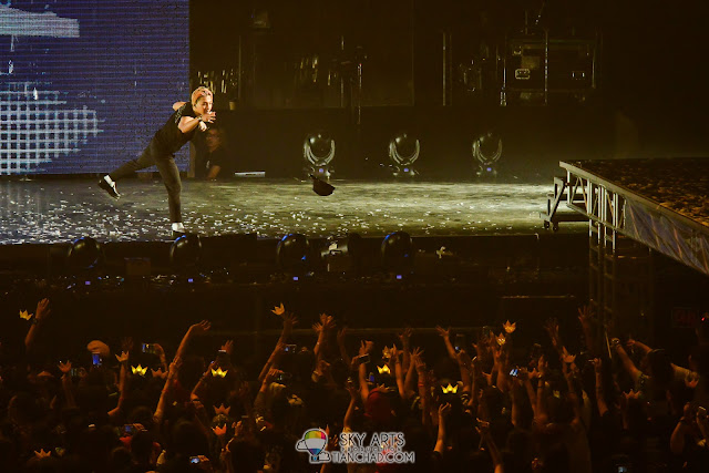 TaeYang throw out his cap on the first night of Bigbang World Tour MADE in Malaysia 2015