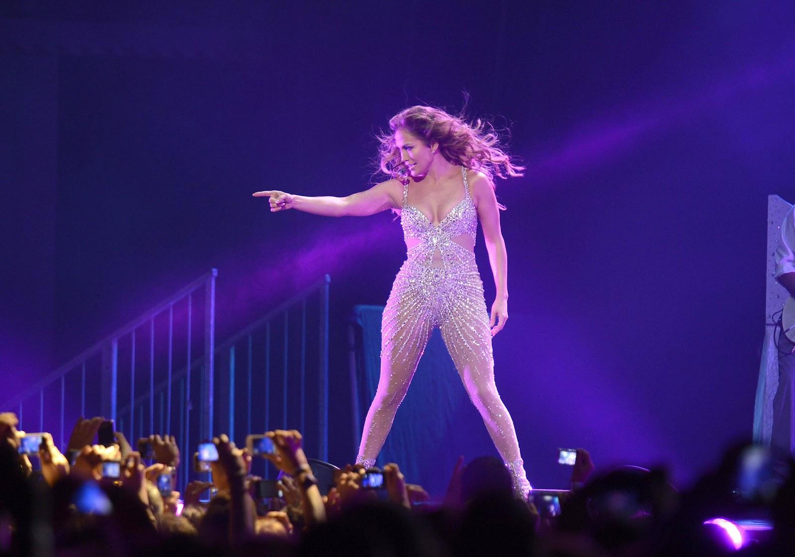 http://4.bp.blogspot.com/-CblU5A02BXA/UHa5wNTYREI/AAAAAAAAino/Gw8tYYYa_kU/s1600/Jennifer+Lopez+-+Concert+in+Madrid+-+October+7%252C+2012+20.jpg