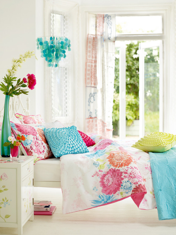 Home quotes december 2011 - Turquoise and pink bedroom ...