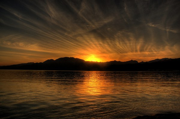 Ηλιοβασίλεμα πάνω από τον ωκεανό