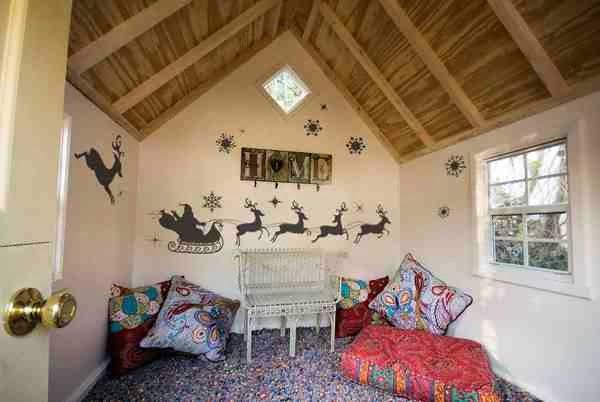 Bożonarodzeniowe naklejki na ściany z wizerunkiem reniferów i sań