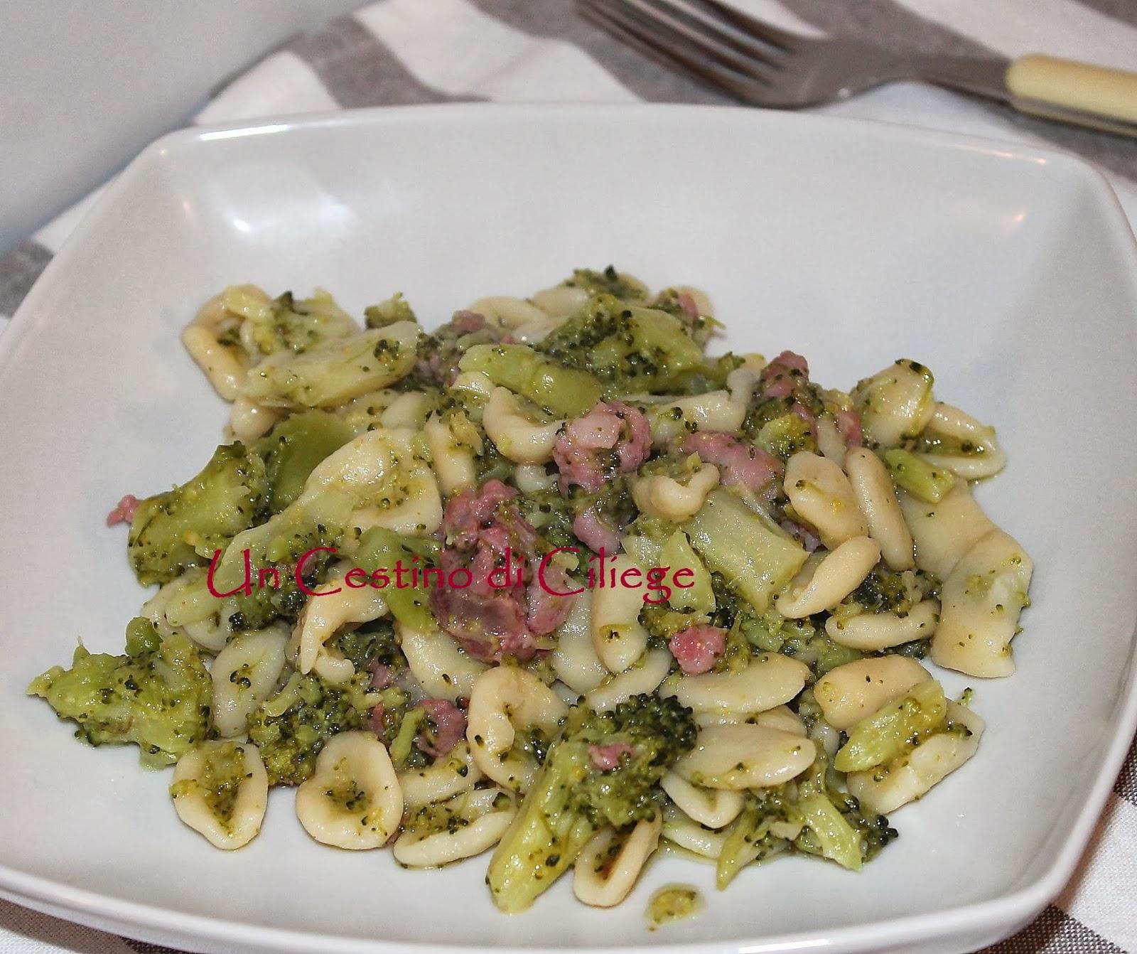 cavatelli con broccoli e salsiccia