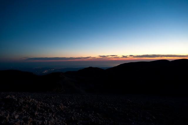 Il Monte Acquaviva visto all'alba dal Monte Amaro