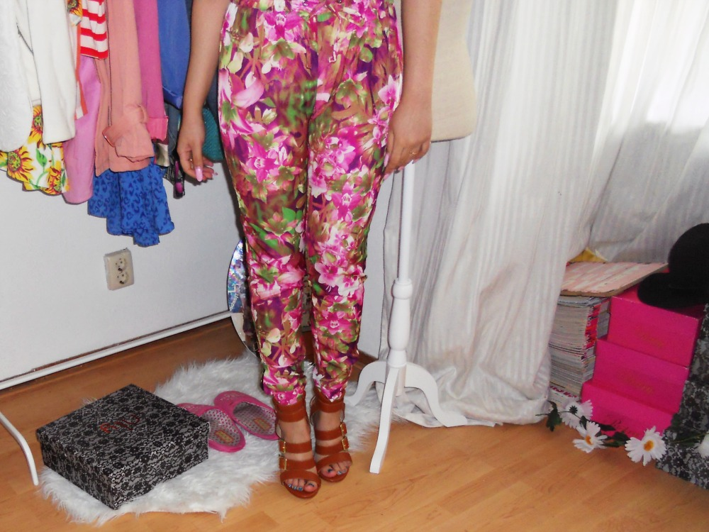 YOUNG HUNGRY FREE Zip Slit Ankle Pants in Pink Floral