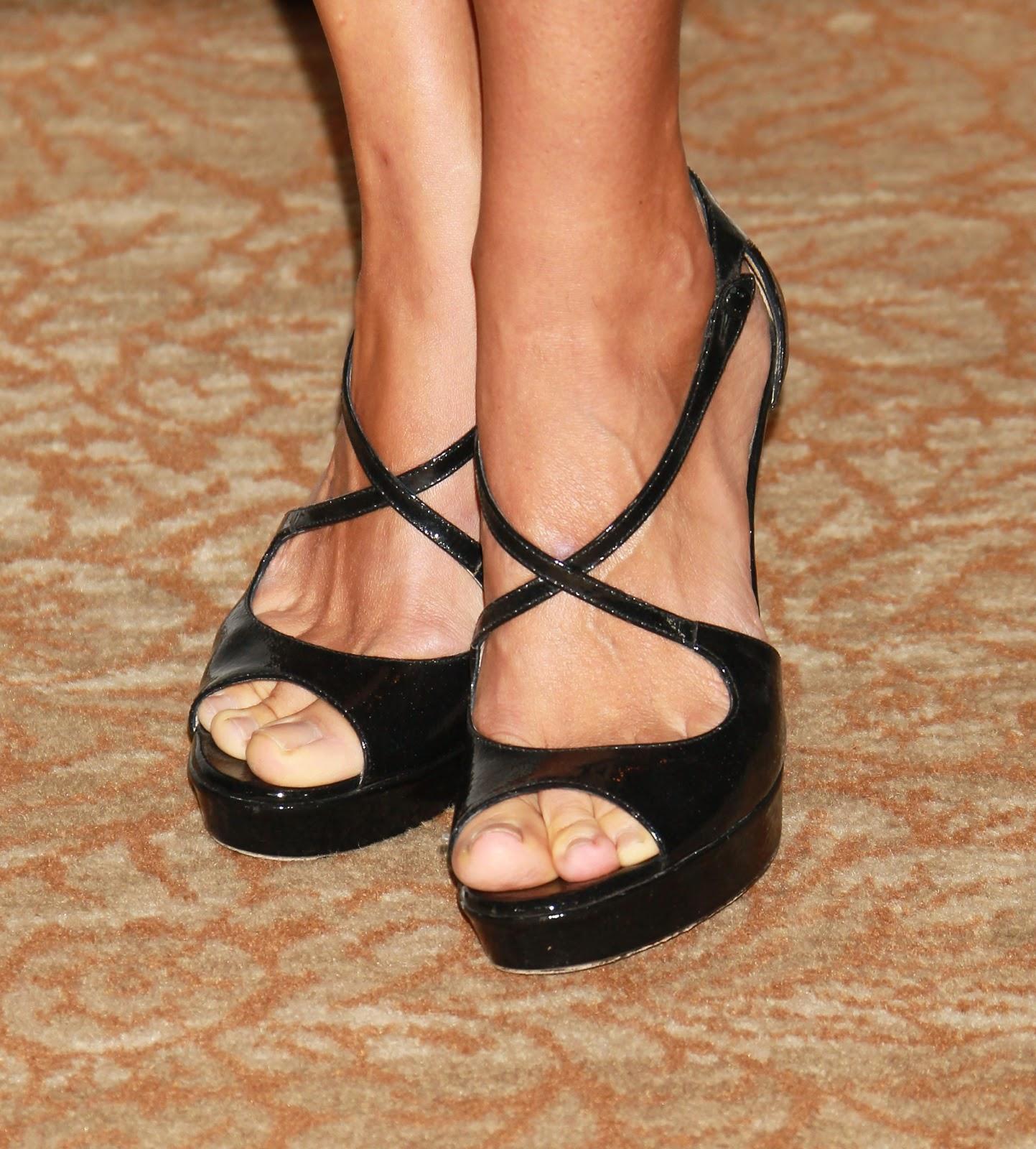 http://4.bp.blogspot.com/-Ccfrp39KbX8/UUw3nB4P3vI/AAAAAAAAA9g/j7hijhEIm3k/s1600/Kim+Raver+Feet-01.jpg