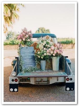 bil med blommor, bil med blomsterdekorationer, bildekorationer bröllop