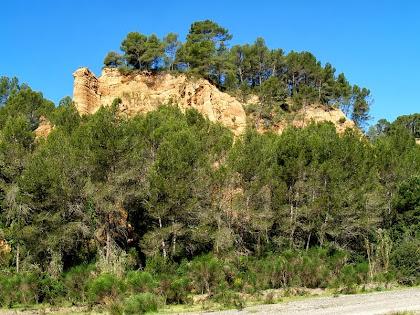 Turons de la Riera de Pierola a l'alçada de l'església de Sant Pere de Pierola