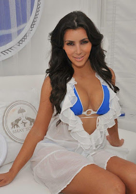 Foto Kim Kardashian Hot dan Seksi