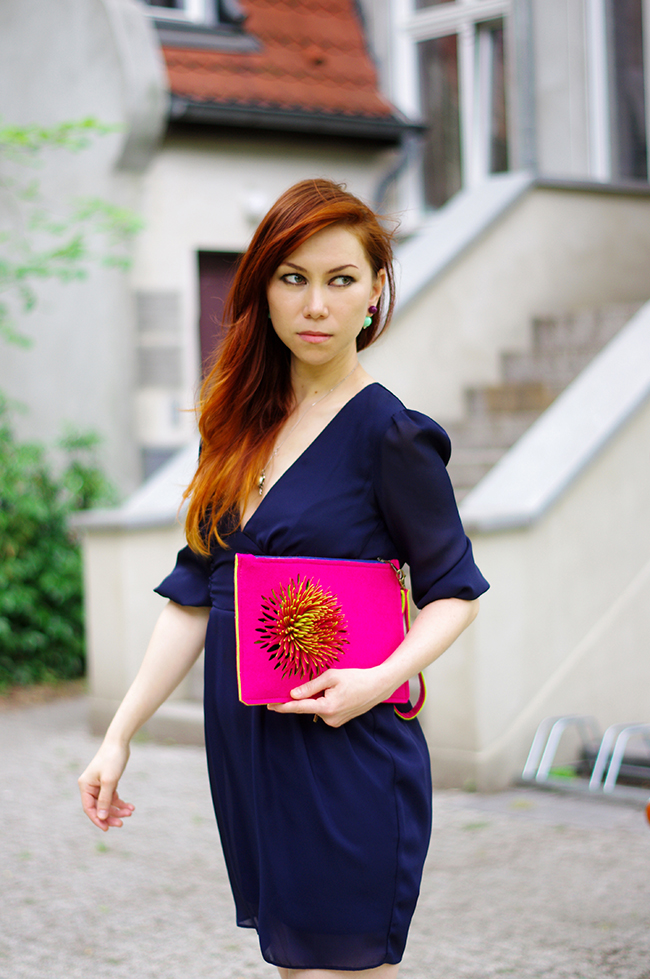 Cocktail dress and statement clutch. Personal style by Xenia Kuhn. www.fashionrolla.com