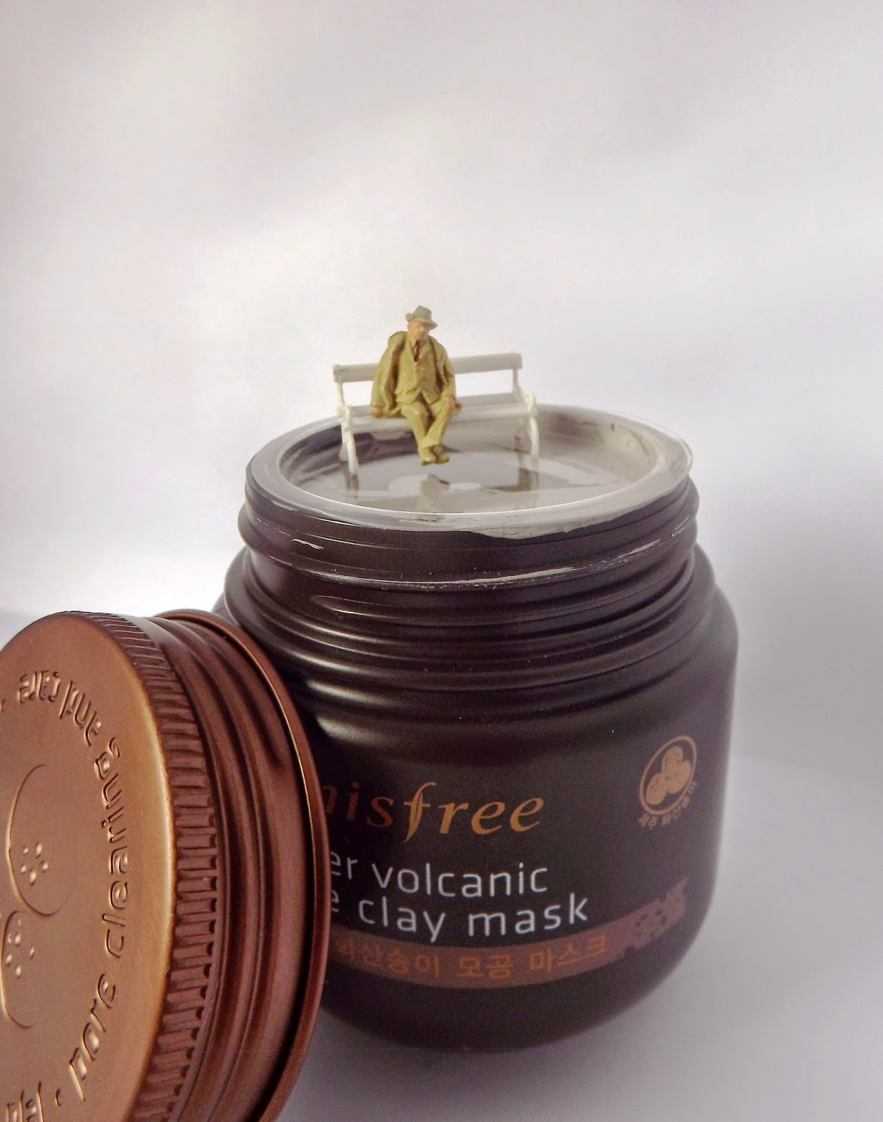 Innisfree super volcanic pore clay mask divider